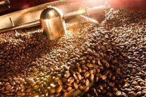 Káva během pražení